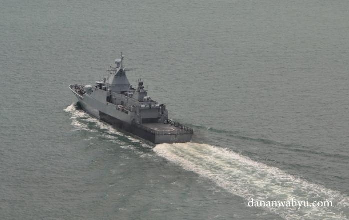 Meski tak terlihat agresif menjaga perbatasan. Kapal-kapal perang ini sering terlihat di perarian Batam-Singapura