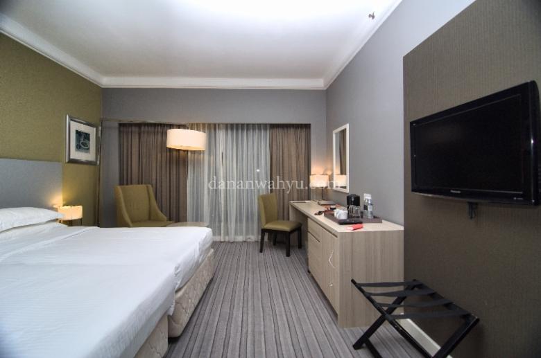Kamar Deluxe tempat saya bermalam di Thistle Hotel