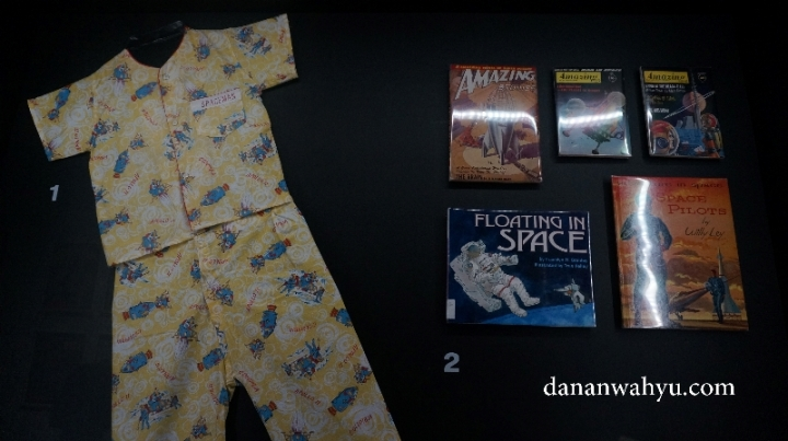 Space Man : Baju tidur, novel dan komik anak anak