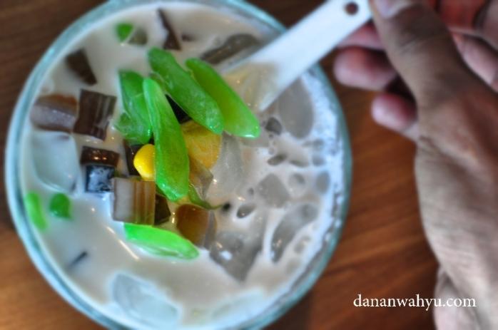 Es Campur Thai , kesegaran santan tanpa rasa manis berlebih