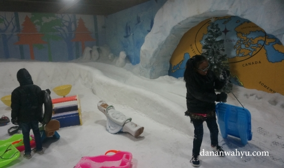 Wahana bermain salju untuk anak-anak