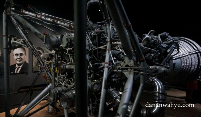 Roket yang digunakan untuk pelontar perawat ruang angkasa