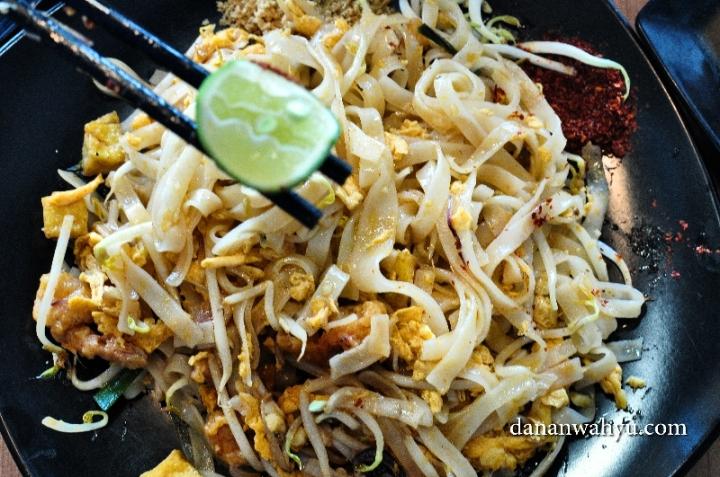 Pad Thai , mie khas Thailand alkuturasi beragam budaya