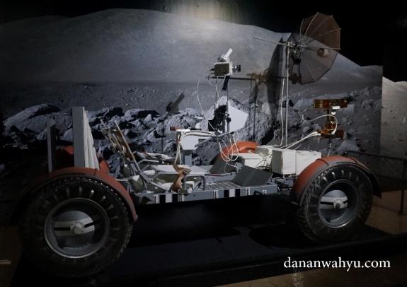 kendaraan bulan bentuk inovasi manusia agar dapat bertahan di ruang angkasa