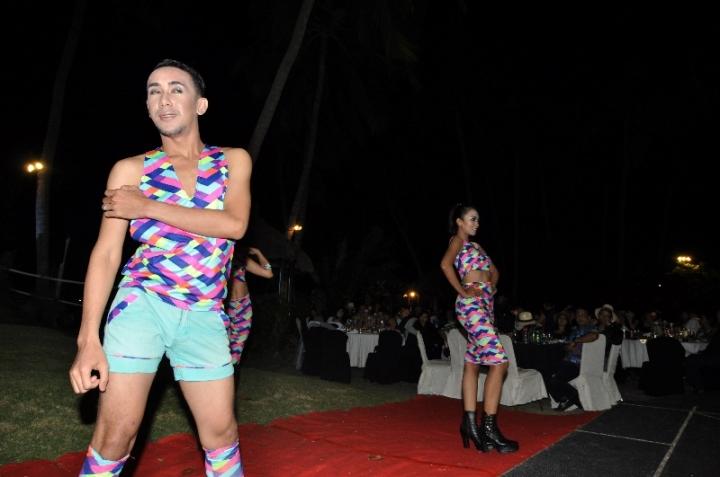 Fashion Show oleh Young Star Dancer dari koleksi Kedai Cantik
