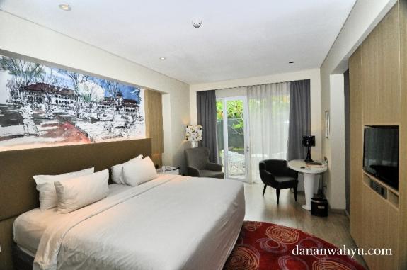 Kamar dengan lukisan mural gedung sate Bandung