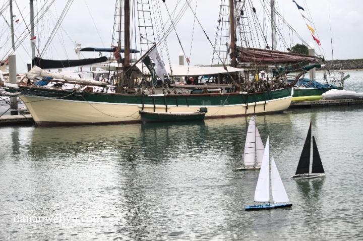 serunya susul menyusul di pertandingan RC sailboat
