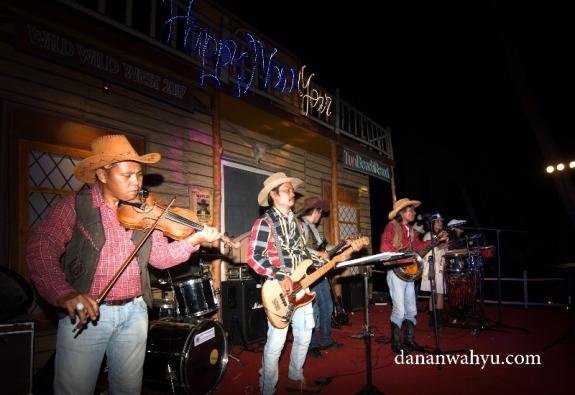 Java Blugrass Band menghibur tamu dengan musik country