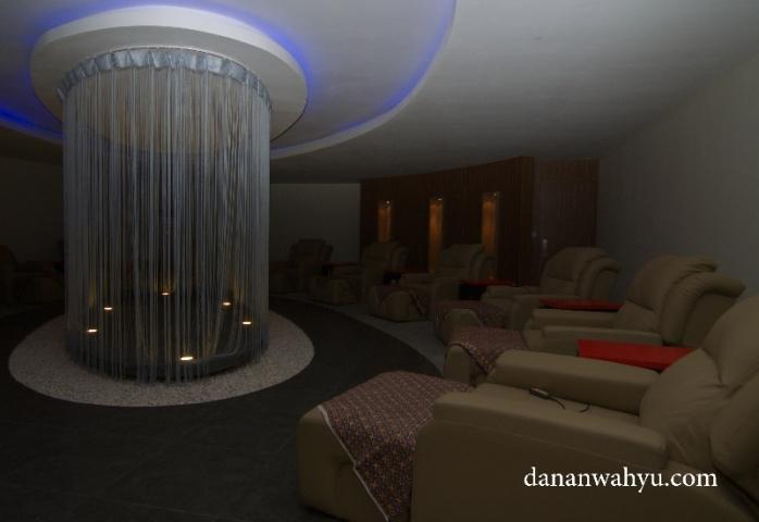 kursi di ruang refleksi melingkari hall besar
