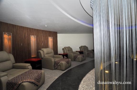 sofa pijat refleksi terasa nyaman