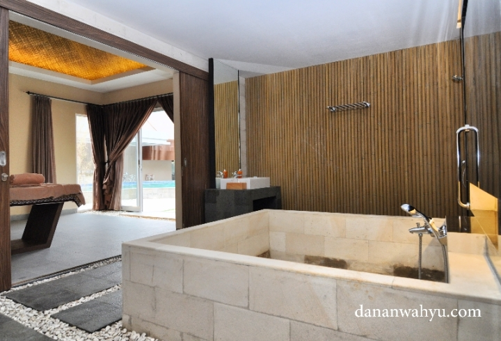 bathtube besar di Grand Villa