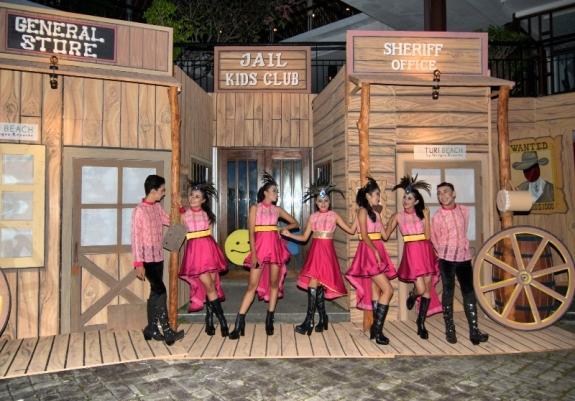 Young Star Dancers sebelum tampil menghibur tamu