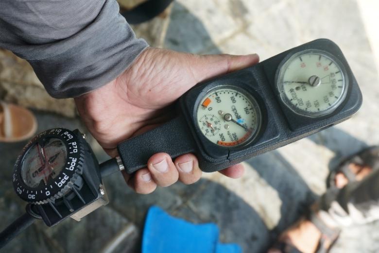 Pressure gauge yang akan menunjukan tekanan tabung