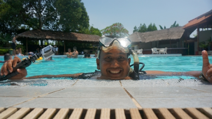 Biar nyaman di dalam air , selfie sebelum menyelam