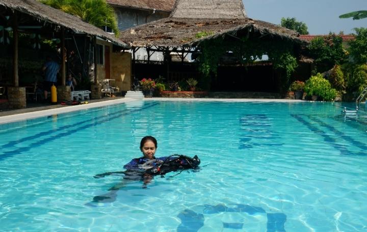 Hal pertama yang perlu dipelajari adalah nyaman di dalam air
