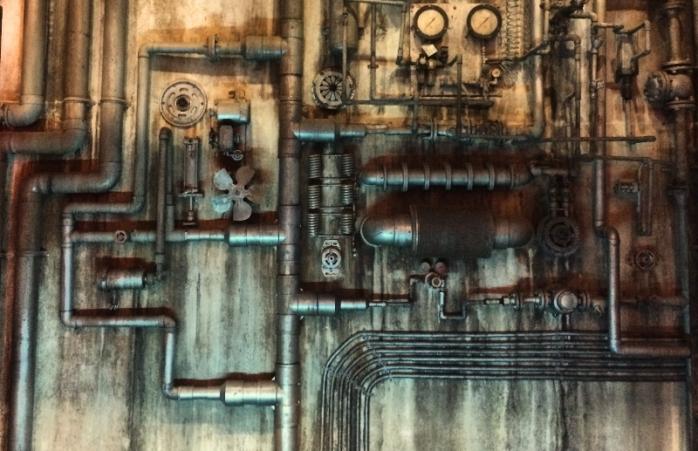 Detail ornamen di bar bawah tanah