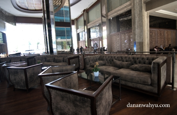 sofa besar dan nyaman di Hotel Best Western Premier Panbil Batam