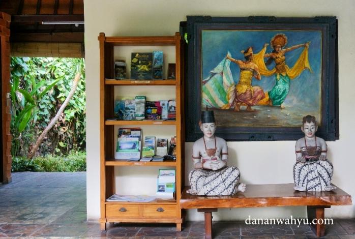 perpustakaan di Standard Ubud Pengosekan