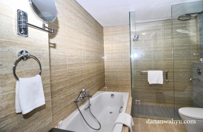 bahtub di Executive Room Hotel Best Western Panbil batam