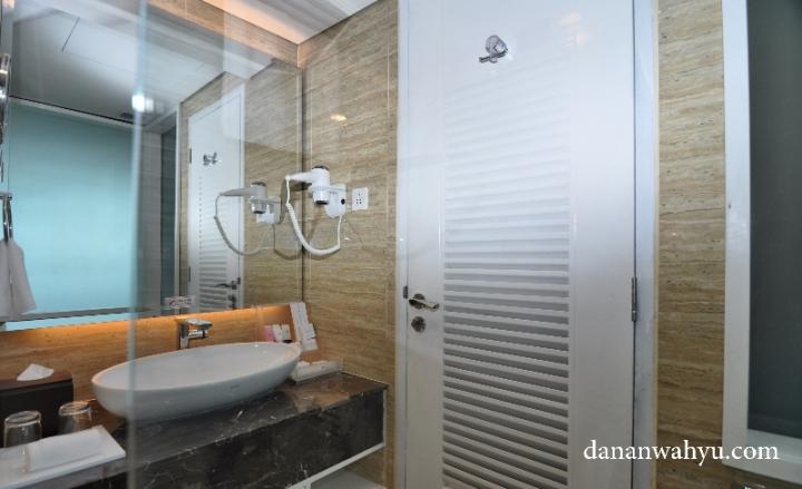 Kamar Mandi Deluxe Room di Best Western Premier Panbil Batam
