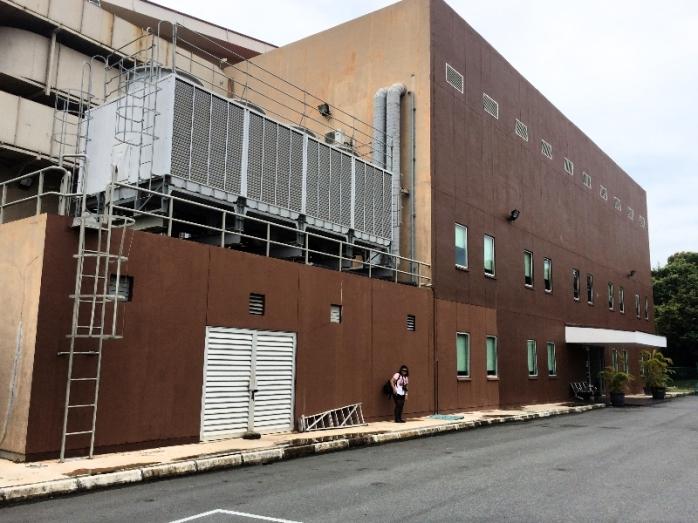 kantor produksi film lebih terlihat seperti rumah sakit