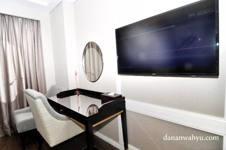 televisi layar datar besar di setiap kamar Best Western Premier Pambil