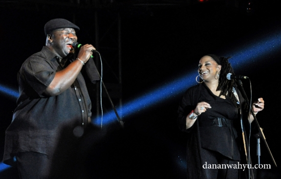 Lalu duo Imaani melanjutkan senandung Incognito