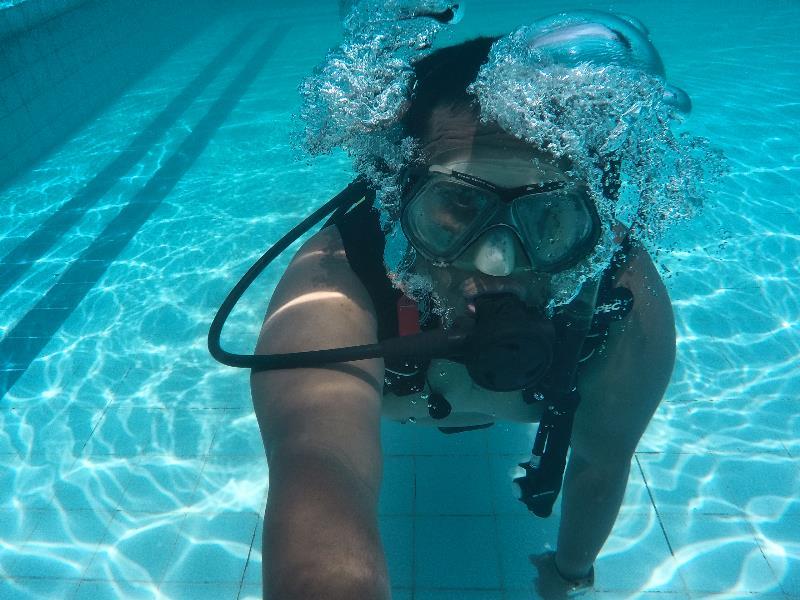 Max's Dive Center Alamat : Ruko Mega Legenda Blok B3 No.6 Telepon : +62 778 7495072 E-mail : info.maxsdivecentre@gmail.com Website : https://maxsdivecentre.wordpress.com