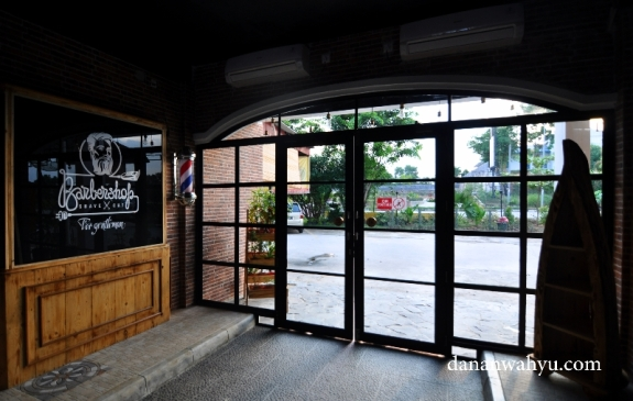 Pintu pandora yang menghubungkan dunia nyata dan khayalan