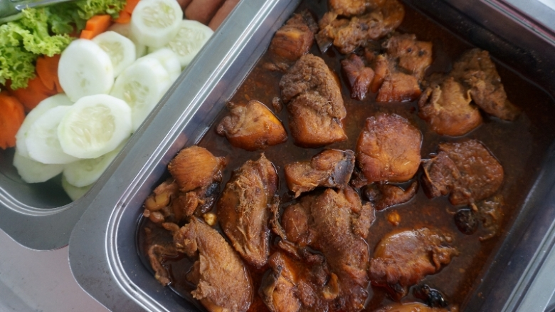 ayam kecap salah satu menu makan siang yang menggoda