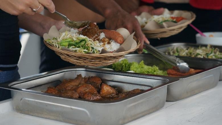mari makan siang di perairan pulau Petong