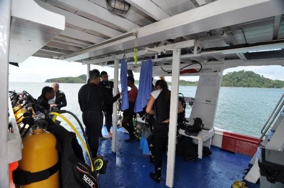 persiapan sebelum menyelam di perairan pulau petong