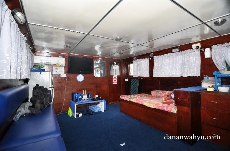 ruang karaoke di dalam kapal