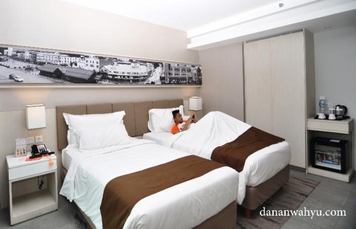 Ranjang di kamar Swiss-BelinHotel Jambi nyaman banget