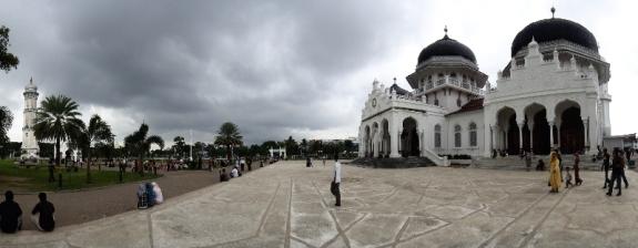 Jangan Lewatkan Wisata Religi Masjid Raya Baiturrahman