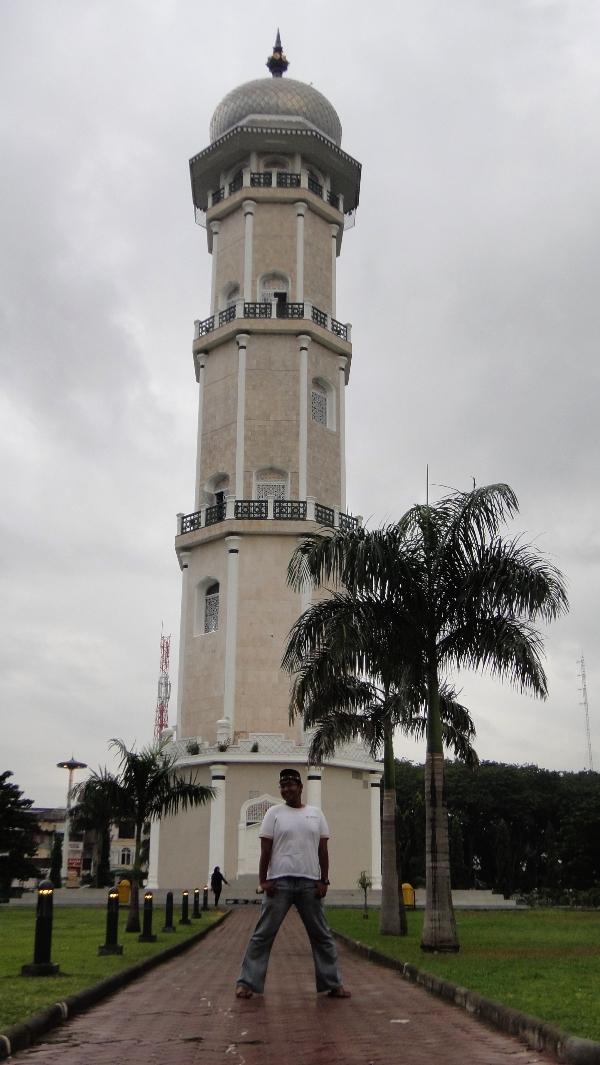 Berpose di Masjid Raya Baiturrahman