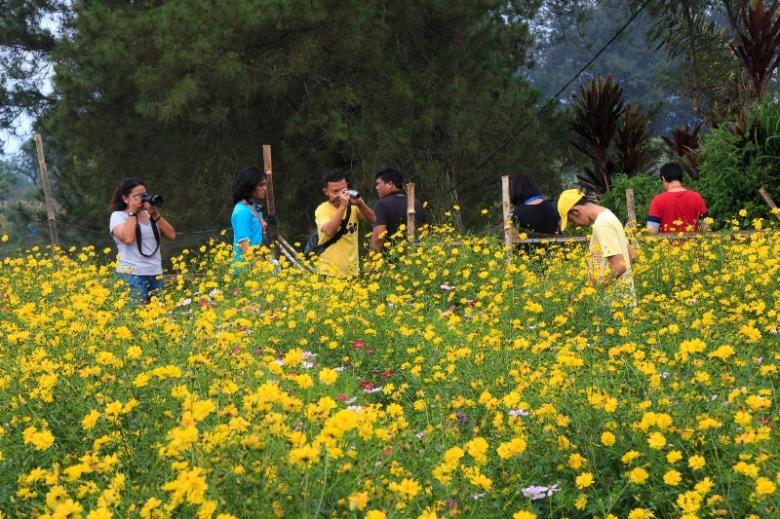 Kakak Blogger Bunga Nusantara (KBBN) lagi asik berfoto