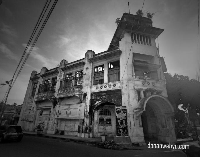 Warren Huis - Supermarket pertama di kota Medan