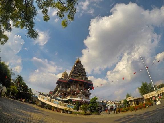 Gereja Kuil Graha Bunda Maria Annai Velangkanni, gereja bergaya kuil Hindu di kota Medan