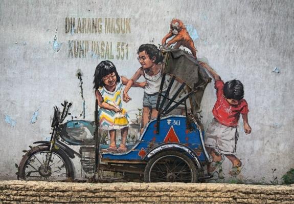 Mural pertama kota Medan, naik bentor bareng orang utan