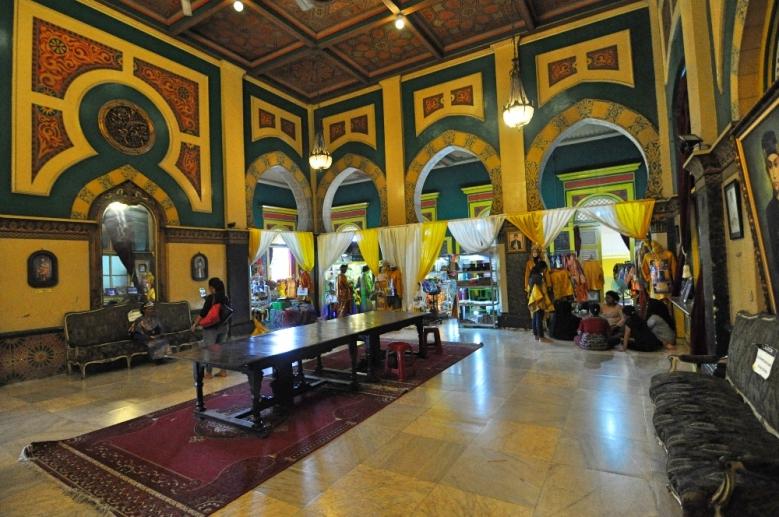 Mewahnya interior istana Maimun