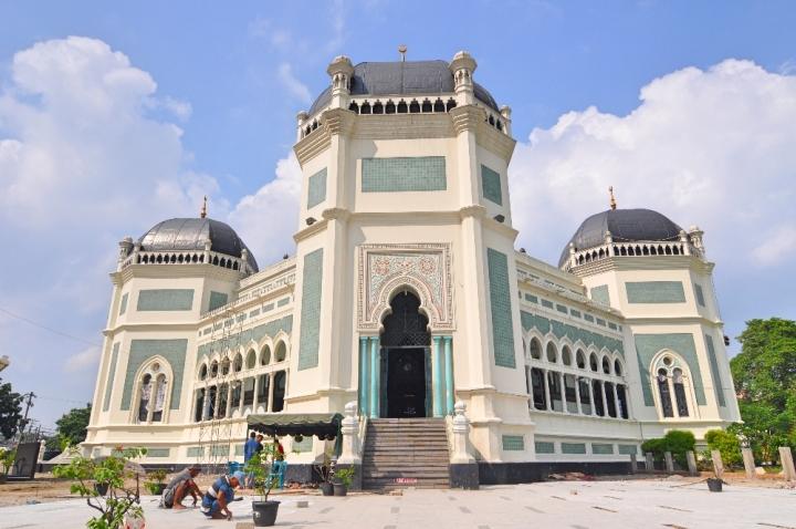 Masjid Raya Al - Mashun sedang direnovasi