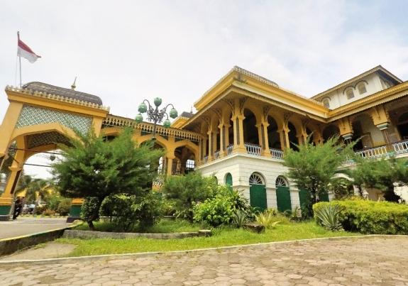 Istana Maimun peninggalan Kesultanan Deli Melayu