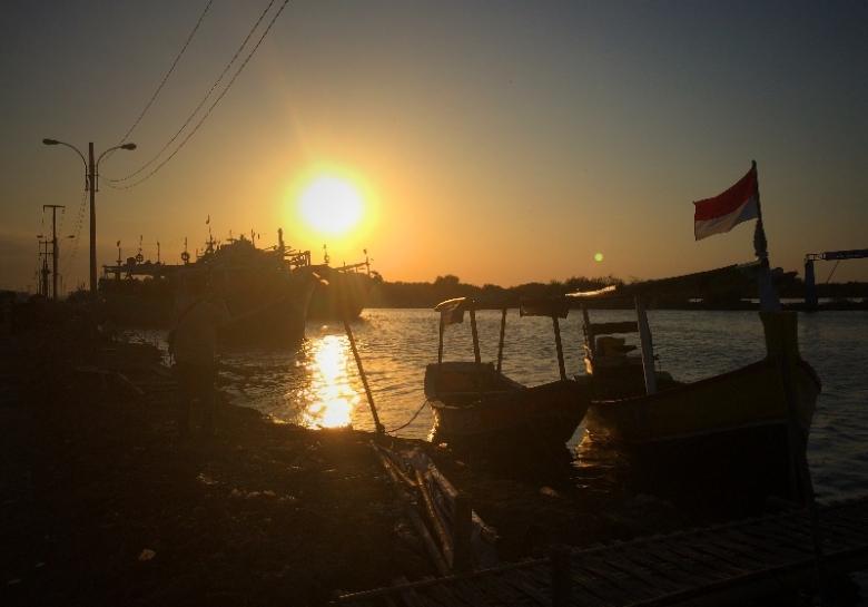 Senja di Sungai Praja Giwang