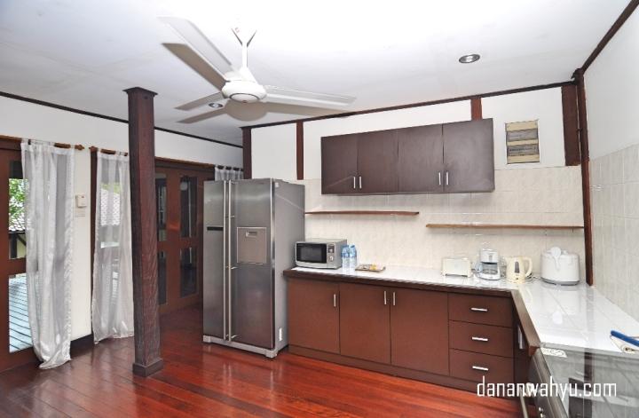 Dapurnya luas dan sangat lengkap