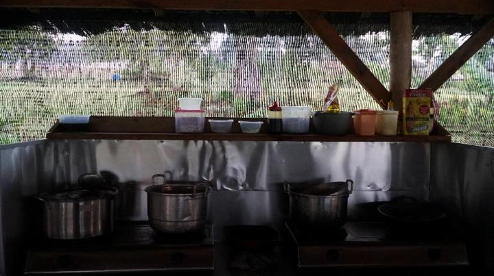 Dapur di kantin Poyotomo yang bisa digunakan para pengunjung untuk memasak.
