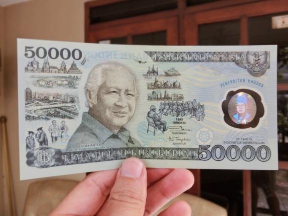 Kalau mau jalan-jalan ke luar negeri harus punya uang ini