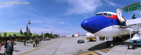 Naik pesawat ke luar negeri