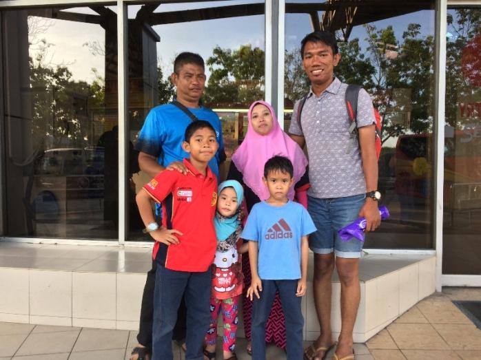 Tali kasih. Alfie bertemu dengan kerabatnya di Melaka