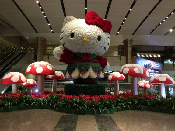 Begitu sampai di Cangi Airport disambut Hello Kitty